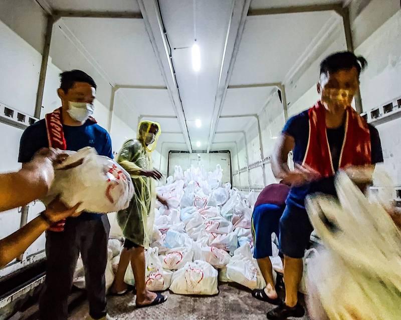 楓港、善餘戒備「準四級」,商店禁開、家戶發物資。(取自潘孟安臉書)