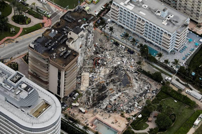 美國邁阿密戴德郡(Dade)於當地時間24日凌晨1棟12層樓住宅大樓瞬間垂直崩塌。(路透檔案照)