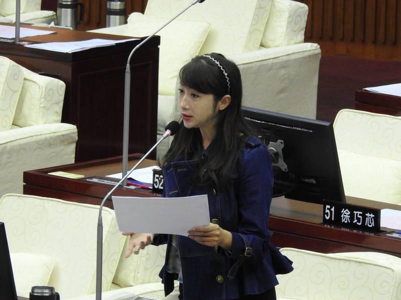 市議員許淑華(見圖)調閱資料更發現,台北市政府5月24日至28日又給了振興醫院100瓶疫苗,質疑恐另有隱情,要求市府盡快對外說明清楚,別再隱匿。(記者楊心慧翻攝)