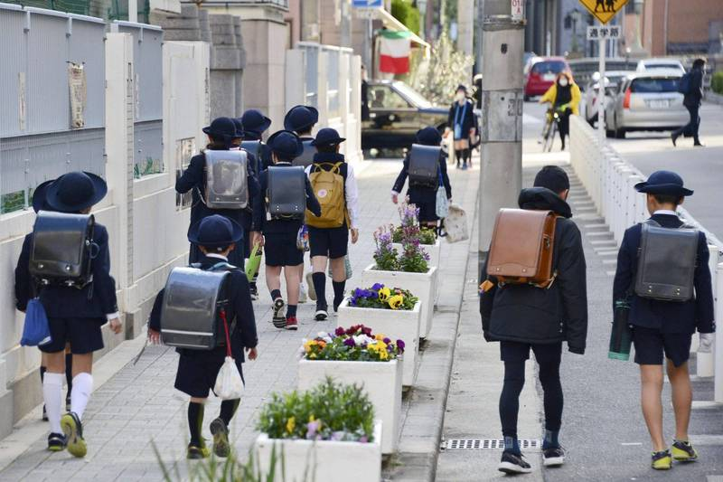 日本千葉縣八街市發生卡車司機酒後開車撞向小學生的事故,造成兒童2死3重傷。日本小學生示意圖。(路透)