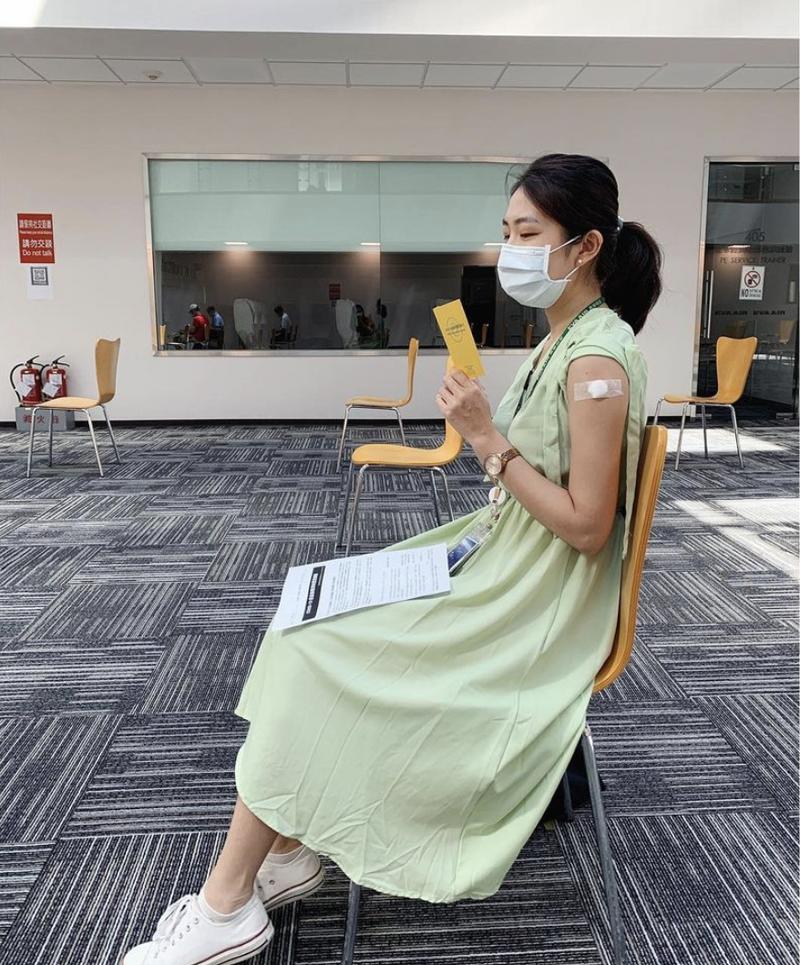 空姐Hanna以親身經歷分享接種疫苗後的副作用與心得。(圖擷取自IG/@hannahxpeng)