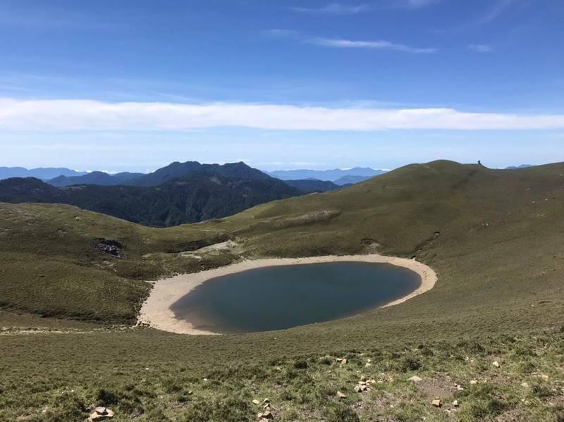 鋒面過境帶來豐沛雨水,解渴的嘉明湖變胖了。(嘉明湖熊出沒提供)