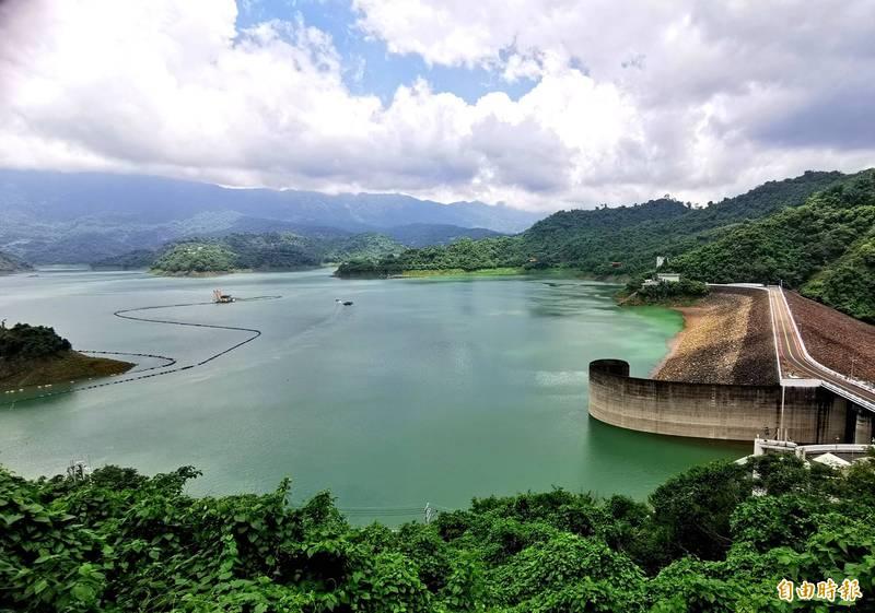 曾文水庫上游持續入流,蓄水率已達55.3%。(記者吳俊鋒攝)
