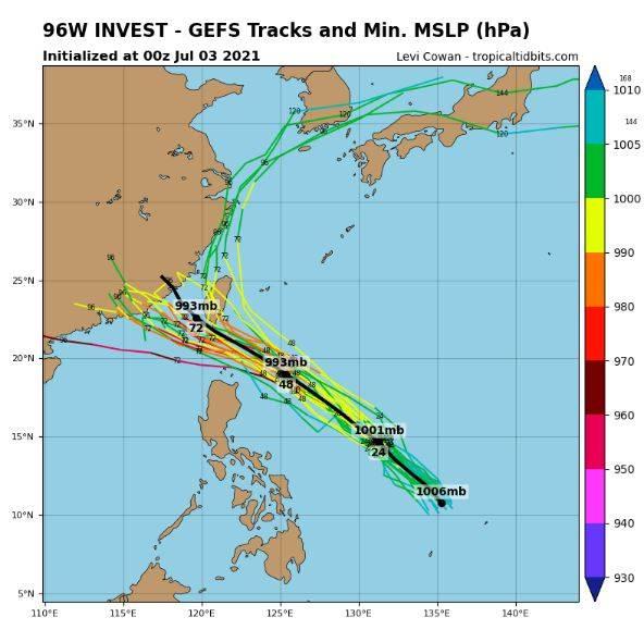最新美國系集模式路徑模擬圖顯示,它在未來3天內將朝台灣靠近,同時增加強度,若成颱將是今年第6號颱風「烟花」。(圖取自tropicaltidbits)