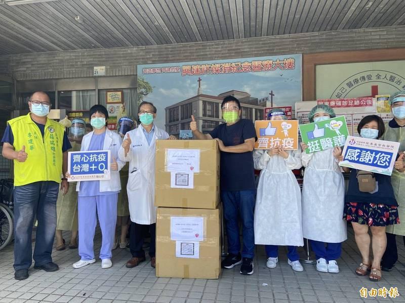 1700件隔離衣挺屏東醫護 立委莊瑞雄送達6家醫院 - 生活 - 自由時