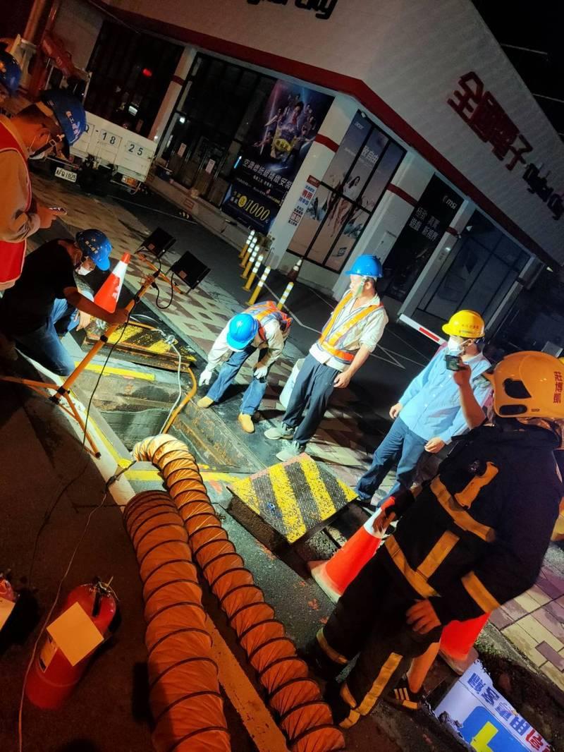 中油人員現場進行檢修瓦斯外洩情形。(記者歐素美翻攝)