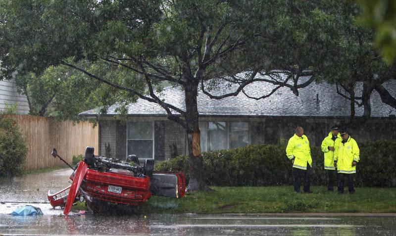 美國一名30歲熟女在車上急著與少年「連結」因而失控撞樹。圖為示意圖,非新聞當事車輛。(美聯社)