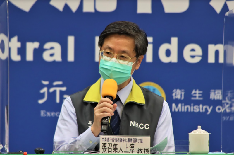 張上淳表示,確診後再重複感染的機率很低,可以等到3個月以後再施打都沒有問題。(指揮中心提供)