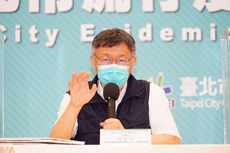 台北市長柯文哲說,扣除批發市場事件,從新增案例分析,「最大問題在於家戶感染」,近期發現有一人在社區內感染,回到家又傳染給12名家人,最終共13人確診。(台北市政府提供)