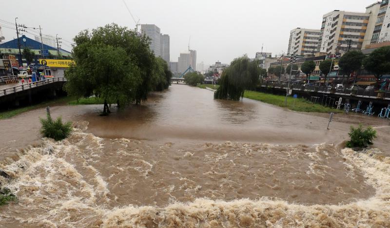 南韓近日暴雨釀成洪災。(歐新社)