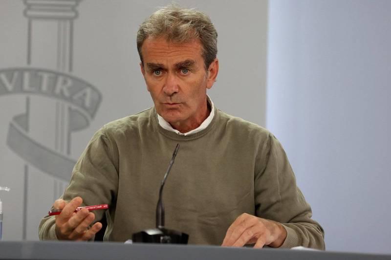西班牙衛生緊急應變官員西蒙(Fernando Simon)警告,假期開始年輕人活動漸多,確診數將會有小幅度的反彈。(歐新社)