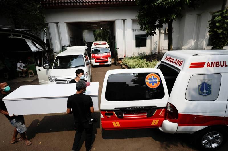 印尼疫情急遽惡化,當局表示將從台灣進口製氧設備。(路透)