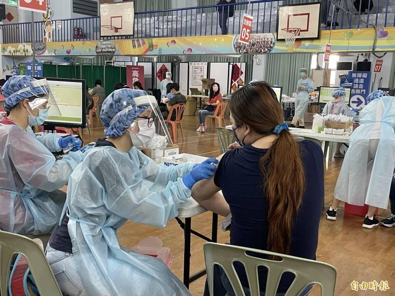台北市幼兒園、課後照顧中心(俗稱安親班)開始施打疫苗。(記者蔡亞樺攝)
