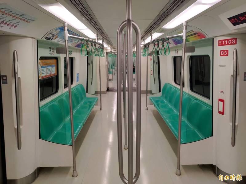 全台唯一民營的捷運公司高雄捷運,受疫情警戒嚴重衝擊營運。(記者王榮祥攝)