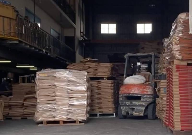 彰化埔鹽紙袋工廠堆高機疑似在作業時不慎撞傷男童,造成男童傷重不治。(民眾提供)