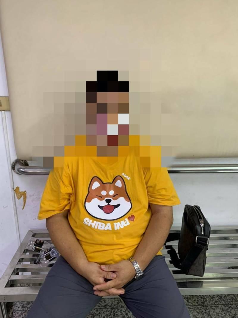 壯碩男愛穿哆啦A夢、柴犬萌T,擁槍毒被警逮捕。(記者洪定宏翻攝)