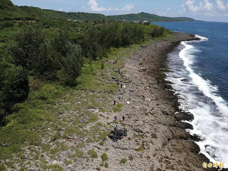 中油破管污染清除後勘查,墾管處稱「墾丁海洋生態油污危機解除」。(記者蔡宗憲攝)