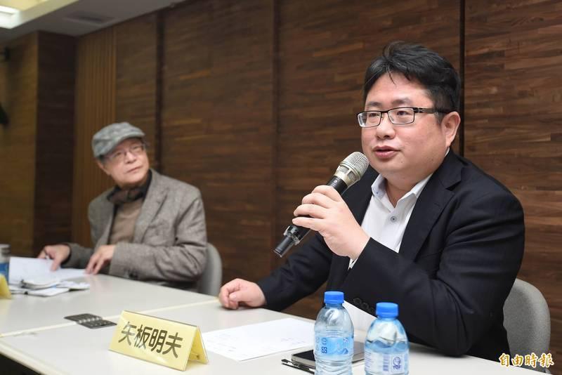 日本《產經新聞》台北支局長矢板明夫(右)昨(6)日在政論節目上,盛讚防疫中心指揮官陳時中為台灣創造兩大奇蹟,更坦言,台灣社會的撕裂亂象,是他在全世界其他地方上從未見過的嚴重。(資料照)