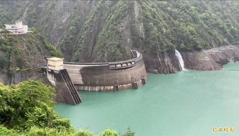 德基水庫持續全力蓄水,8日水位達1370.76公尺。(記者歐素美攝)