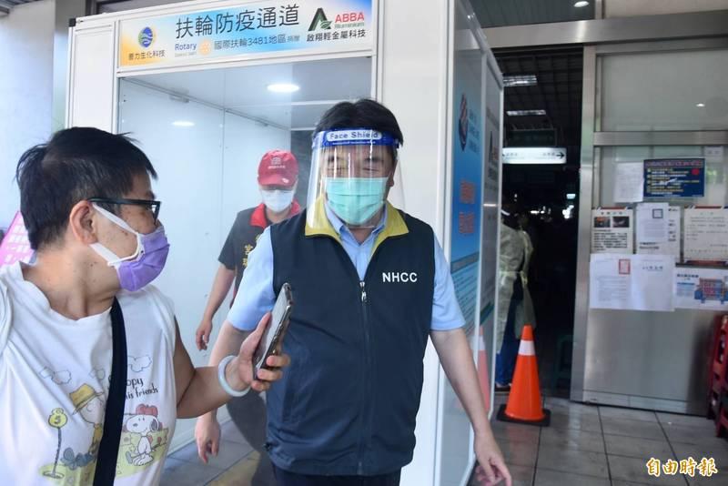 王必勝今早約6時多抵達環南市場。(記者楊心慧攝)