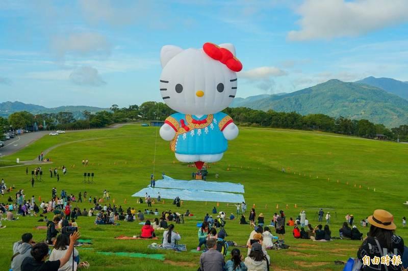 熱氣球喜年華會活動到底辦不辦?許多台東民眾驚恐報復性出遊帶來危機。(記者陳賢義攝)