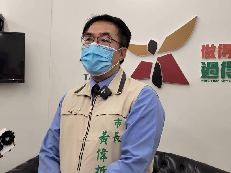 台南市今天宣布餐飲禁止內用,市長黃偉哲強調,順應民意並非逆時中。(記者王姝琇攝)