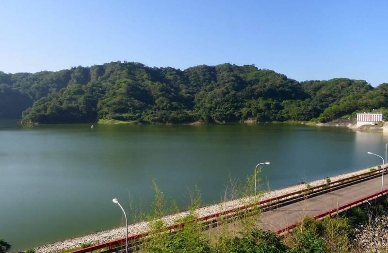 鯉魚潭水庫昨天集水區下小雨,一天進帳103萬噸,今天上午蓄水率突破80 %。(記者陳建志翻攝)
