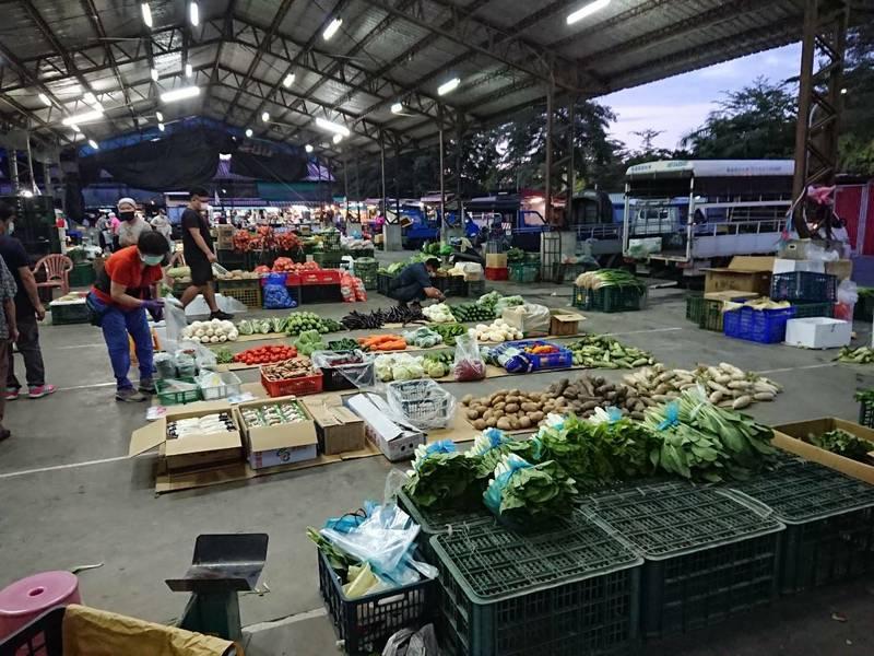 旗山果菜批發市場。(記者陳文嬋攝)
