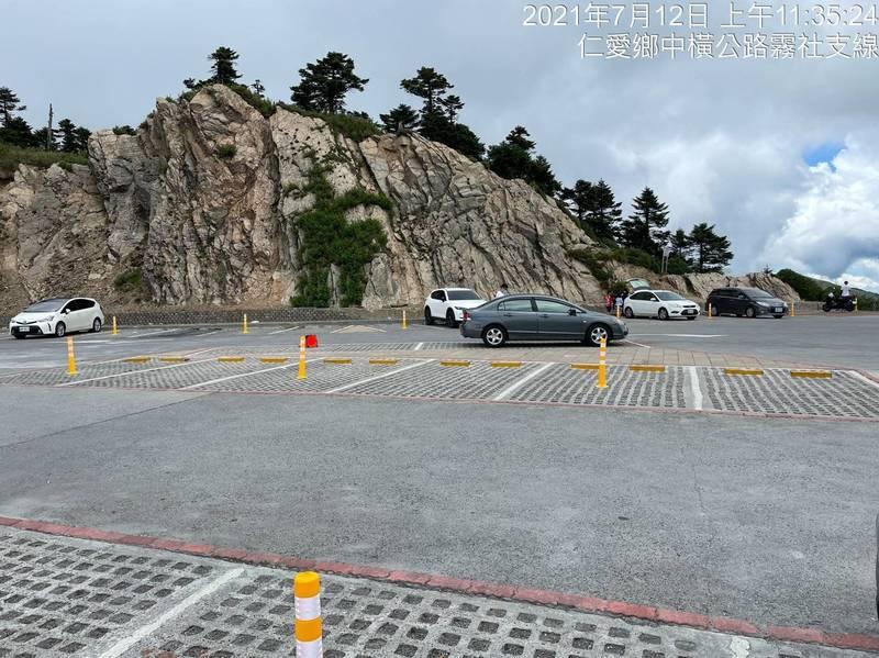 合歡山武嶺停車場的降載設施也在今天下午前完成。(林務局東勢林管處提供)