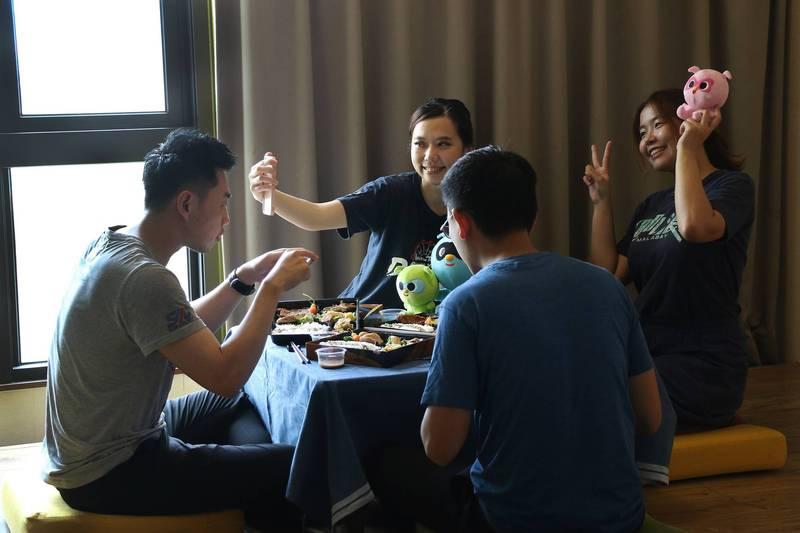 麗寶樂園推出消費滿1500或購買飯店4人套餐2699,即可享飯店房間70分鐘用餐時間。(麗寶樂園提供)