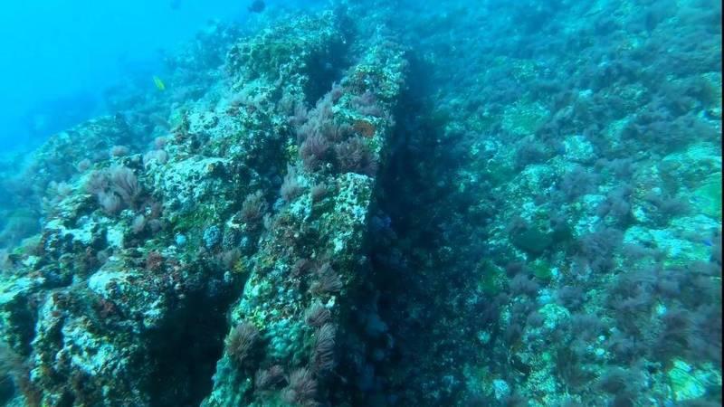 澎湖海洋保育志工隊在疑似遺址上,發現許多卵石,具有擋風效果。(澎湖海洋保育志工隊提供)