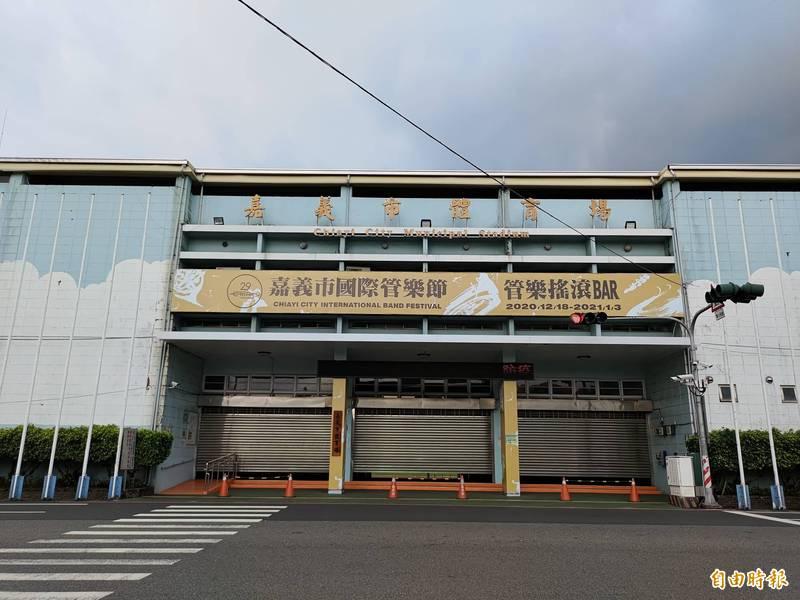 嘉義市立體育場田徑場13日起微解封。(記者王善嬿攝)