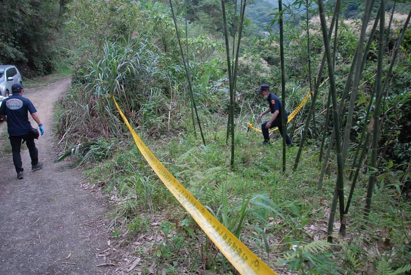 新店警方5獲報,在石碇區竹林找到一具無名白骨,經兩個多月追查及檢方抽鑑定DNA,確認白骨為3年前失蹤的周姓居民。(記者闕敬倫翻攝)