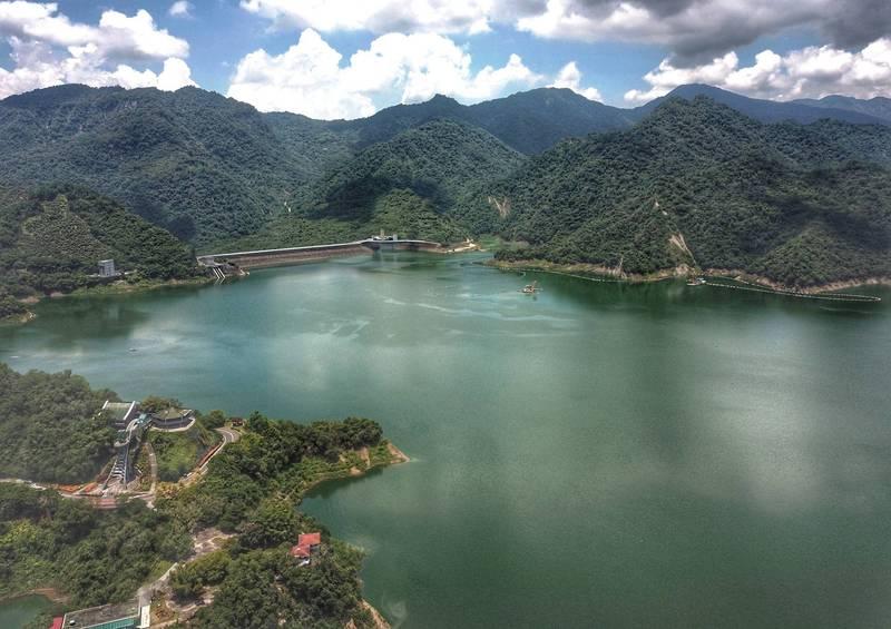 曾文水庫蓄水率突破60%,空拍畫面相當壯觀。(讀者提供)