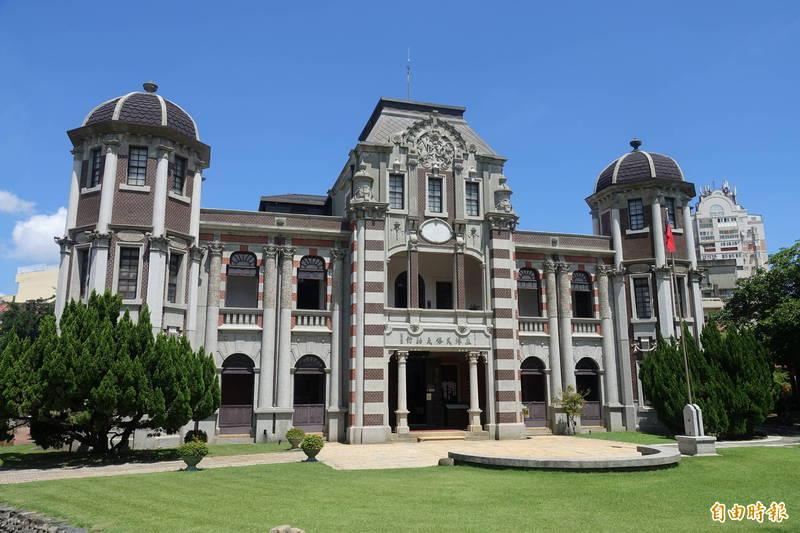 台灣第一座民間博物館的鹿港民俗文物館即日起重新開放參觀。(記者劉曉欣攝)