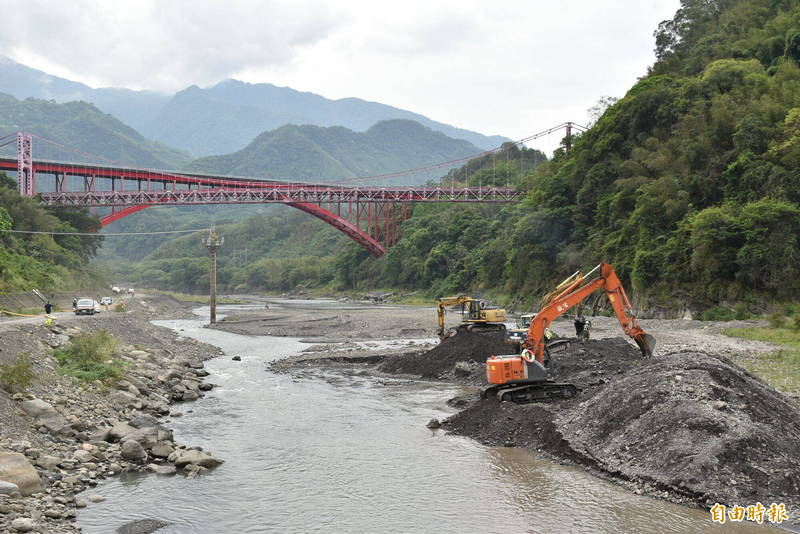配合北橫微解封,石門水庫即日起至8月底將暫停集水區上游的陸挖清淤。(記者李容萍攝)