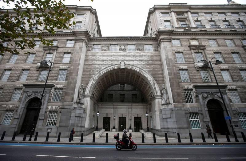 軍情五處處長麥卡勒姆警告,必須以對抗恐怖主義的力度來應對俄羅斯及中國的間諜威脅。圖為MI5總部。(路透)