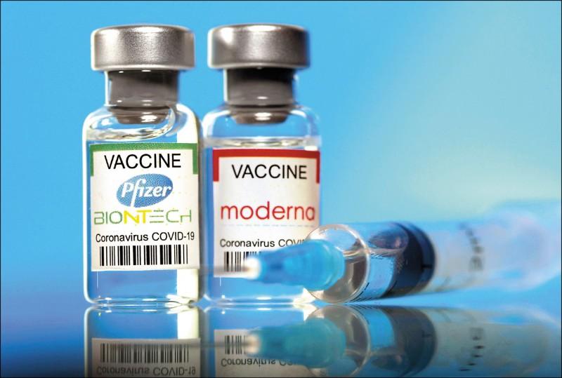 莫德納與BNT同樣是mRNA的技術,為什麼莫德納與國產疫苗之間不會如此,偏偏要發生在BNT與國產之間?(路透檔案照)
