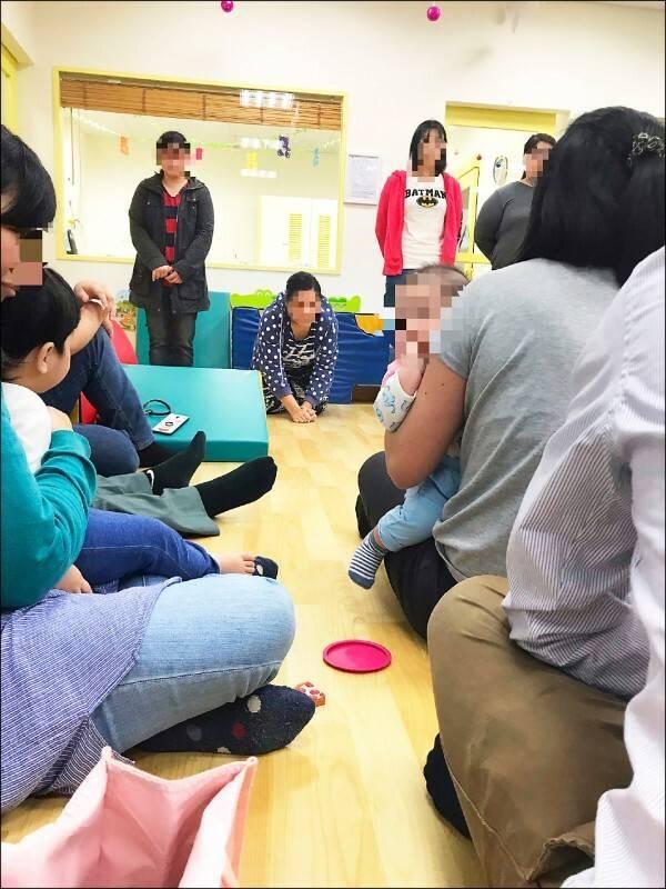 北市托嬰中心保母廖筱萍去年重壓男嬰致死,當眾下跪道歉。(資料照)