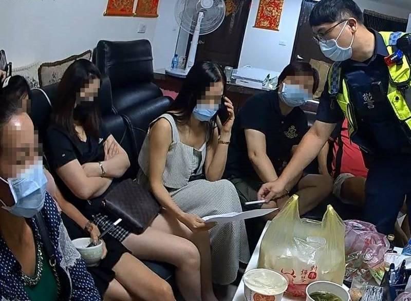 越南同鄉相約聚餐喝酒被警方依違反傳染病防治法移請裁處。(警方提供)