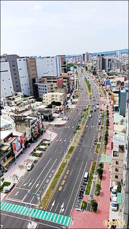 頭份中央路、竹南環市路沿途10個里,人口超過5萬,沒有公車行駛。(記者彭健禮攝)