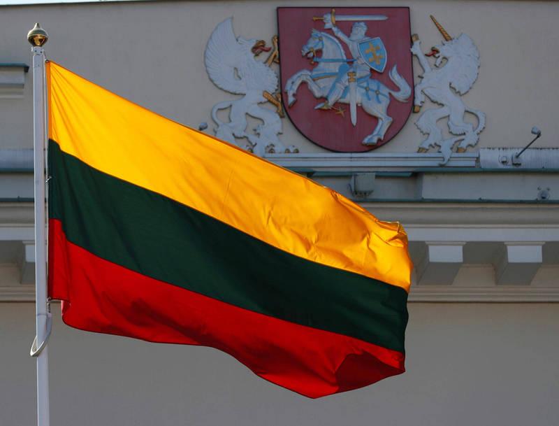 立陶宛首都維爾紐斯飄揚的國旗。(路透檔案照)