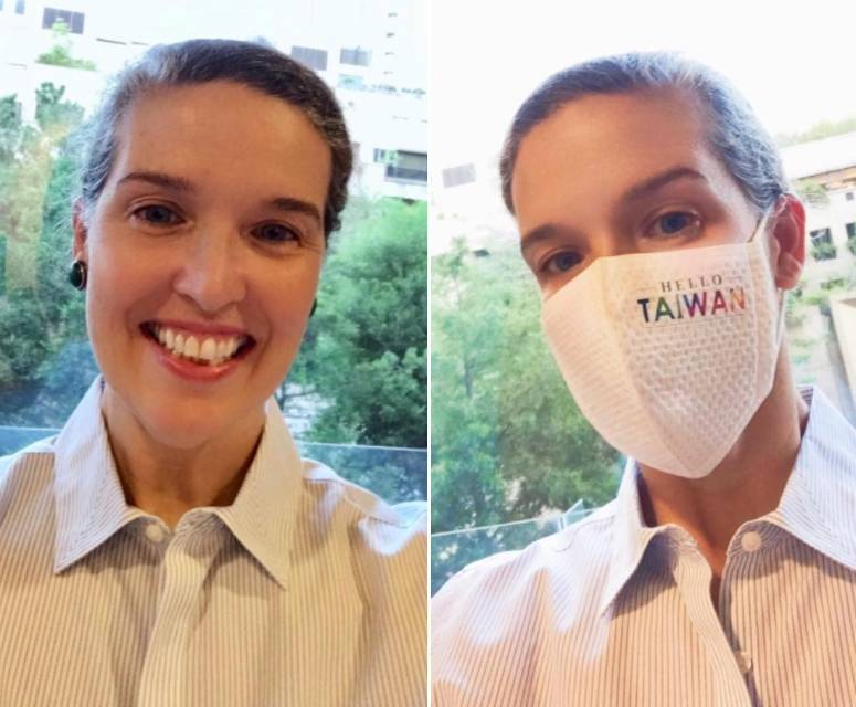 AIT處長孫曉雅17日在AIT臉書貼出自拍照向台灣民眾問好,表示很期待居家檢疫完成後正式就任,而她戴著標記「HELLO TAIWAN」的口罩也引發網友關注,她也透露:「我的口罩是蕭美琴代表送我的,創作者應該是ㄧ位台裔美籍人士。」(圖擷取自AIT臉書)