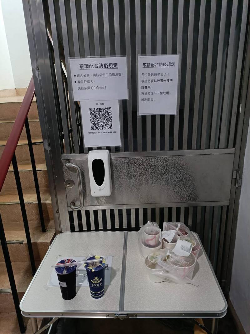 公寓住戶自發的防疫措施,被大讚根本是模範公寓。(圖片擷取自臉書)
