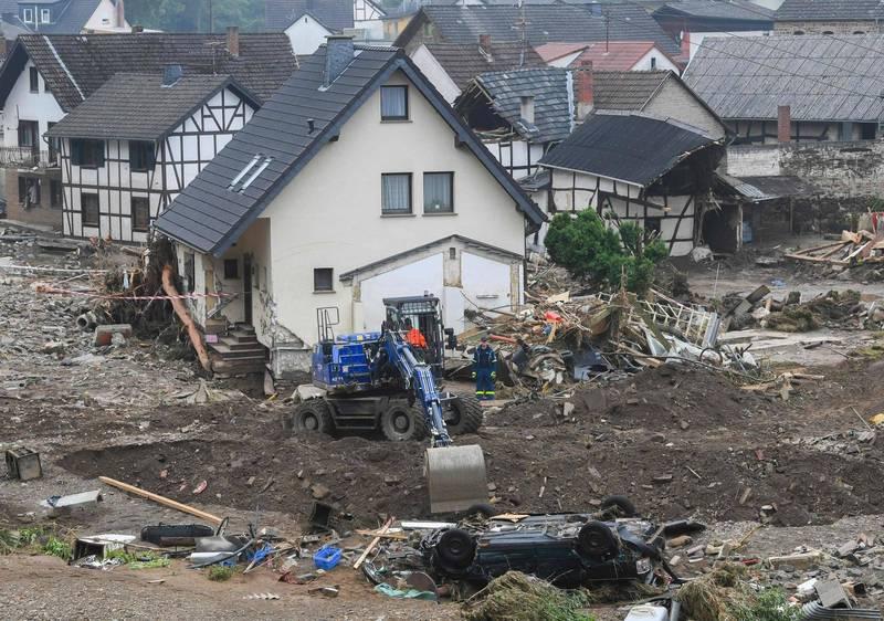 西歐連續數天的大雨造成嚴重洪災,至今死亡人數已增至183人死亡。圖為德國舒爾德村。(法新社)