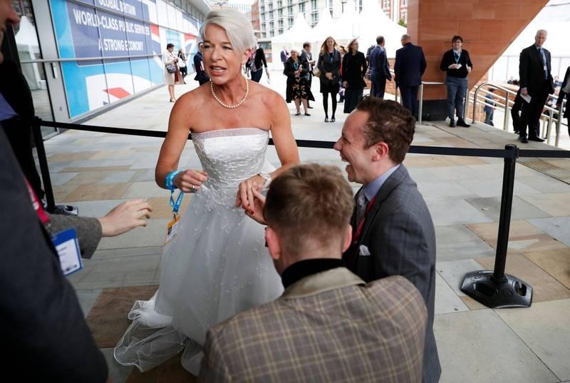 英國右翼電視節目主持人凱蒂霍普金斯(Katie Hopkins)在社群平台吹噓自己不尊重澳洲在入住防疫旅館的嚴苛規定後,已遭澳洲政府取消她的簽證。(路透)