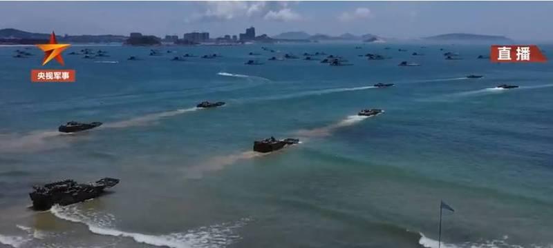 共軍「第73集團軍」在建東部外海展開兩棲裝甲部隊實戰演練。(圖翻攝自央視軍事微博)