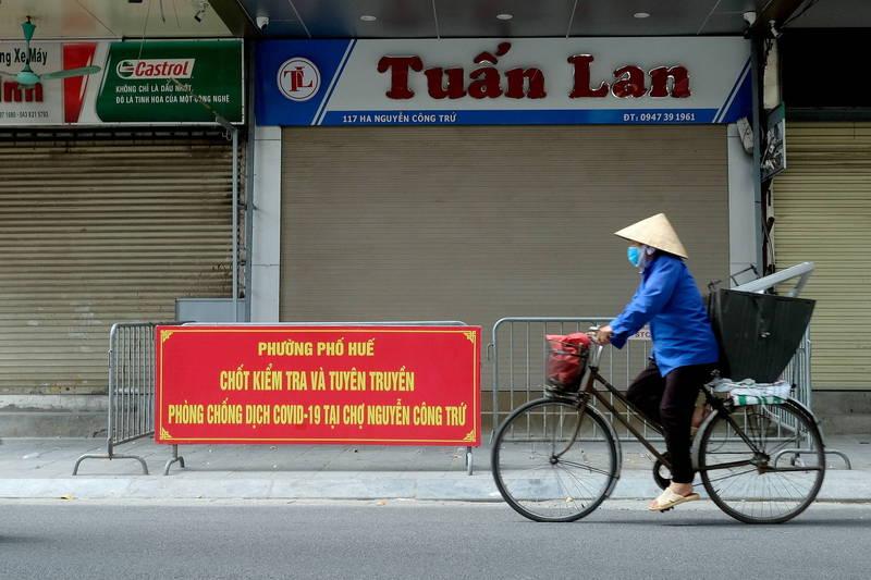越南疫情嚴峻,首都河內的商店被迫停止營業。(歐新社)