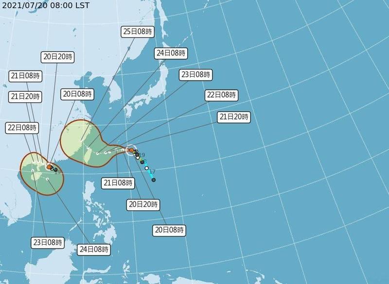 7/20上午8時路徑潛勢預報顯示,輕颱烟花朝台灣東北角前進,而查帕卡今天增強為中颱往中國廣東前進。(中央氣象局提供)