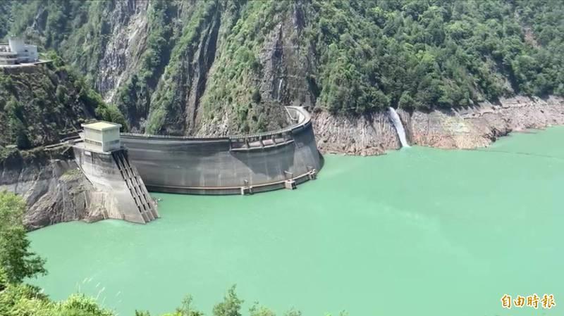 德基水庫進帳不如預期,盼烟花颱風帶來豐沛雨量。(記者歐素美攝)
